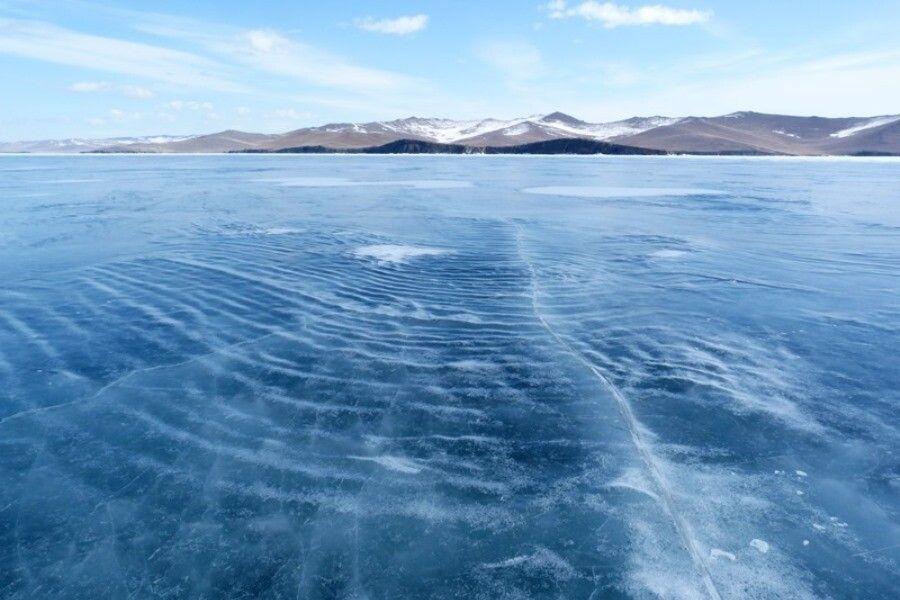 Wellenstruktur im Eis