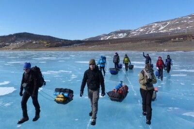 Auf dem Eis des Baikalsees