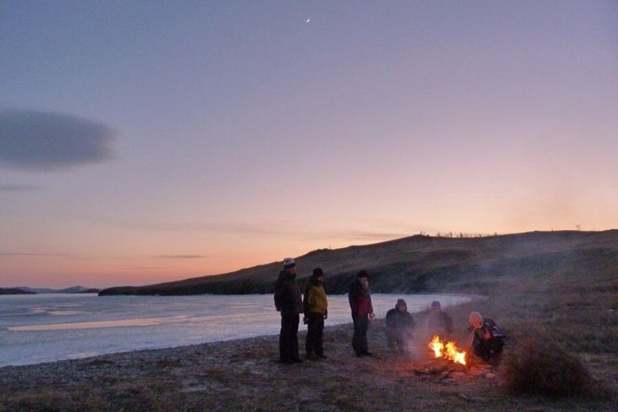 Lagerfeuer am Ufer