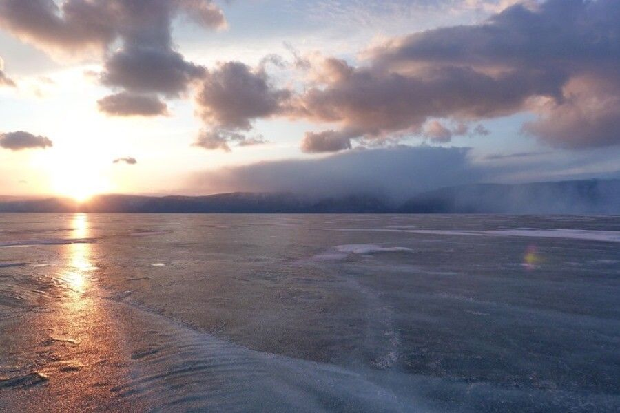 Sonnenuntergang am vereisten Baikalsee