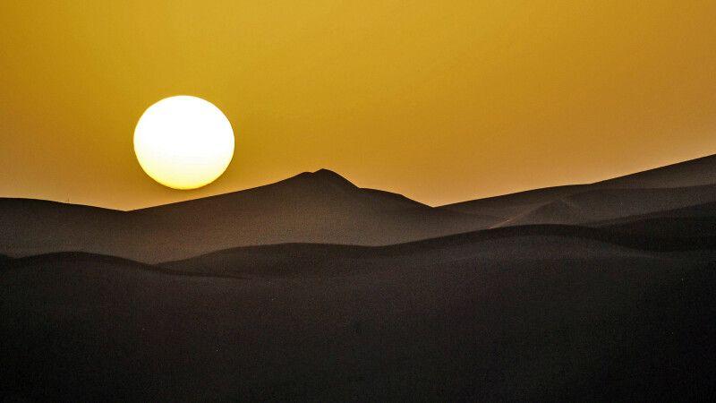 Abendstimmung in der Wüste Dasht-e Lut © Diamir