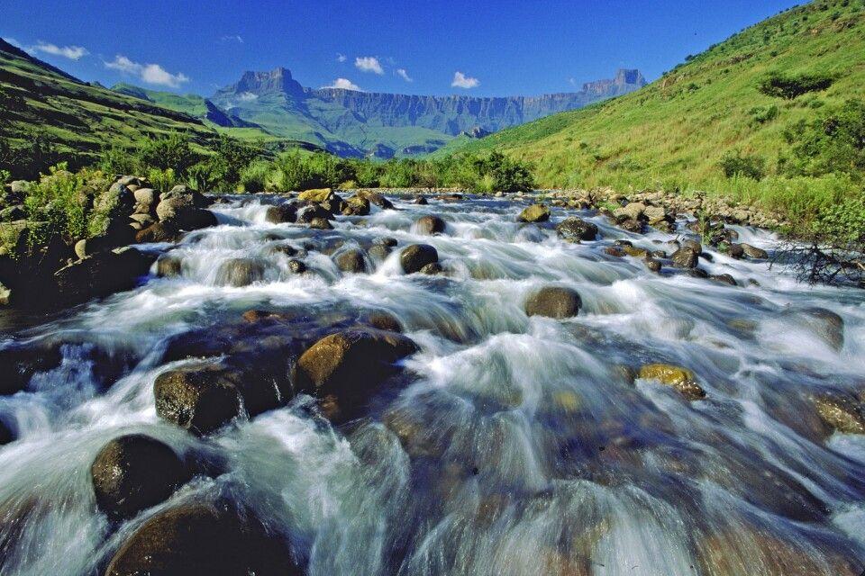 Blick auf das Amphitheater in den Drakensbergen
