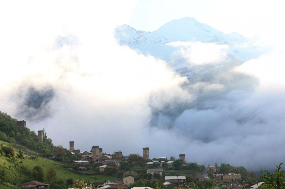 Wehrtürme in Wolken