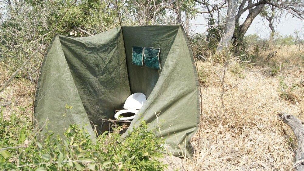 BOTSWC_031010_4ESW_05_Okavango_Delta__Buschtoilete.JPG