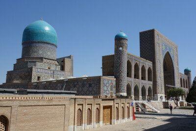 Medrese und Mausoleum mit typisch blauen Kuppeln