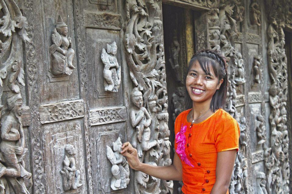 Portrait am uralten Shwenandaw-Kloster