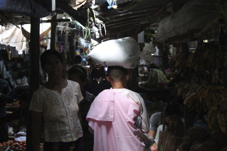 Spannende Lichtstimmung auf einem Markt