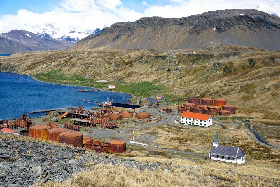 Die Reste der Walfangstation und die Kirche von Grytviken