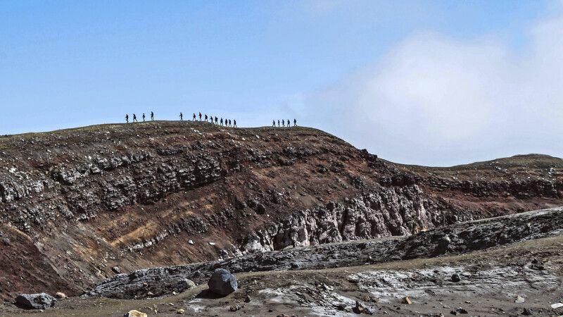 Gruppe am Kraterrand des Goreli © Diamir