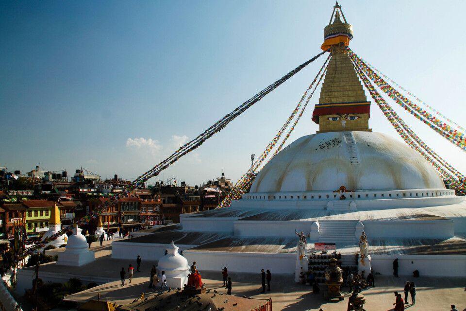 Erstrahlt seit Ende 2016 in neuem Glanz - die wiederaufgebaute Boudhanath Stupa