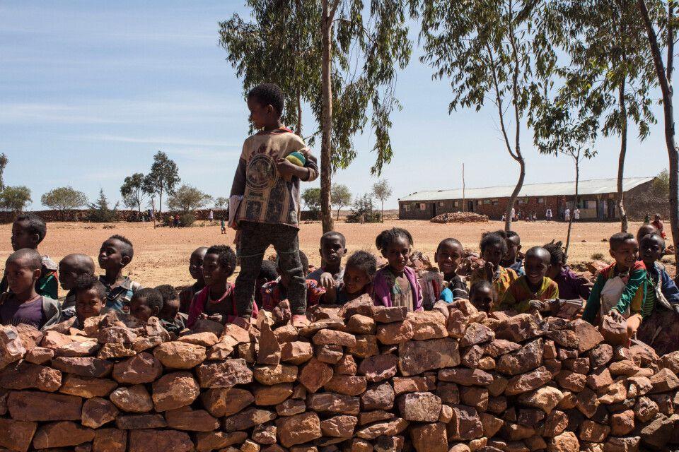 Schulkinder bei der Pause in der Tigray Region