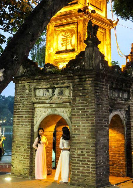 Am Hoan-Kiem-See in Hanoi am Abend