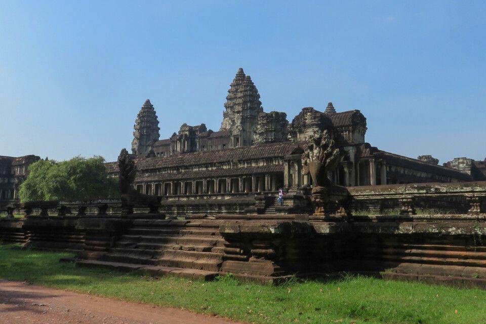 Blick auf den mächtigen Tempel Angkor Wat