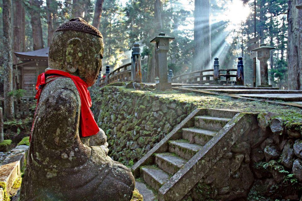 Jahrtausende alt - der Okunoin-Friedhof in Koyasan