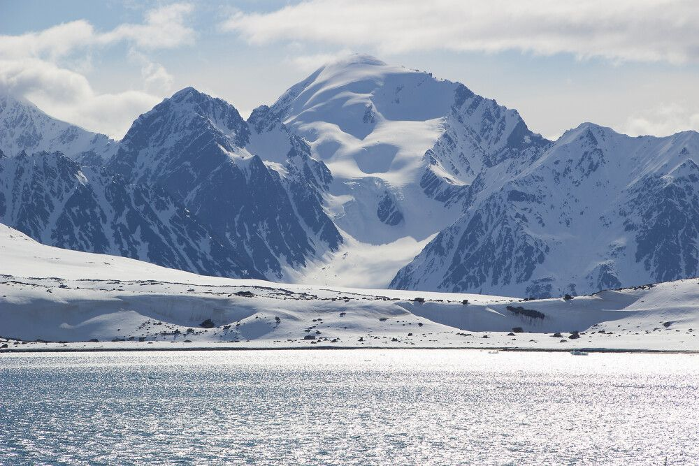 Am Anfang der Sommersaison ist Spitzbergen noch weitestgehend verschneit