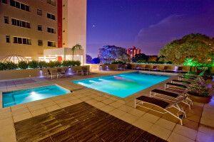 Poolanlage des Hotel Golden Foz Suites