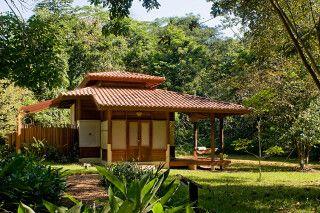 Die Bungalows der Cristalino Jungle Lodge fügen sich harmonisch in die Natur ein