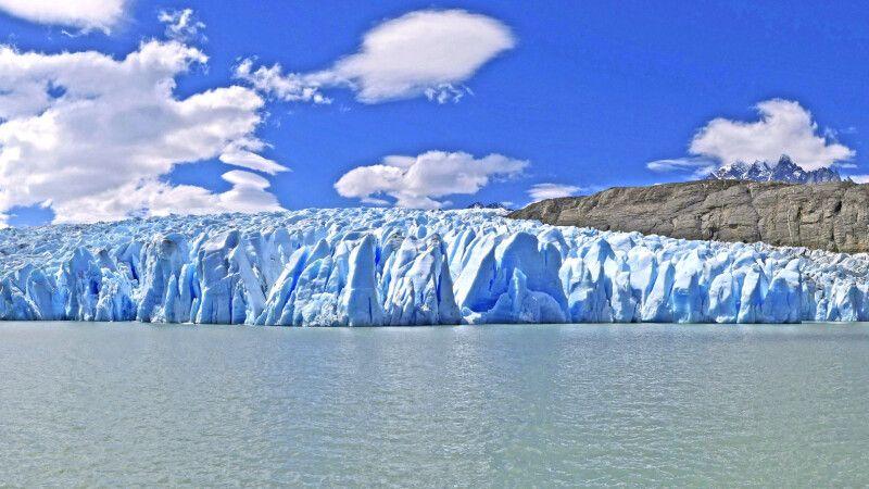 Diese Perspektive vom Perito-Moreno-Gletscher bekommt man am besten während einer Bootsfahrt © Diamir