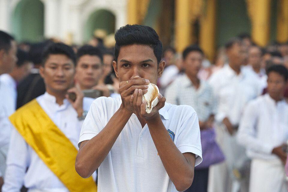 Festlichkeiten an der Shwedagon zum Vollmondfest