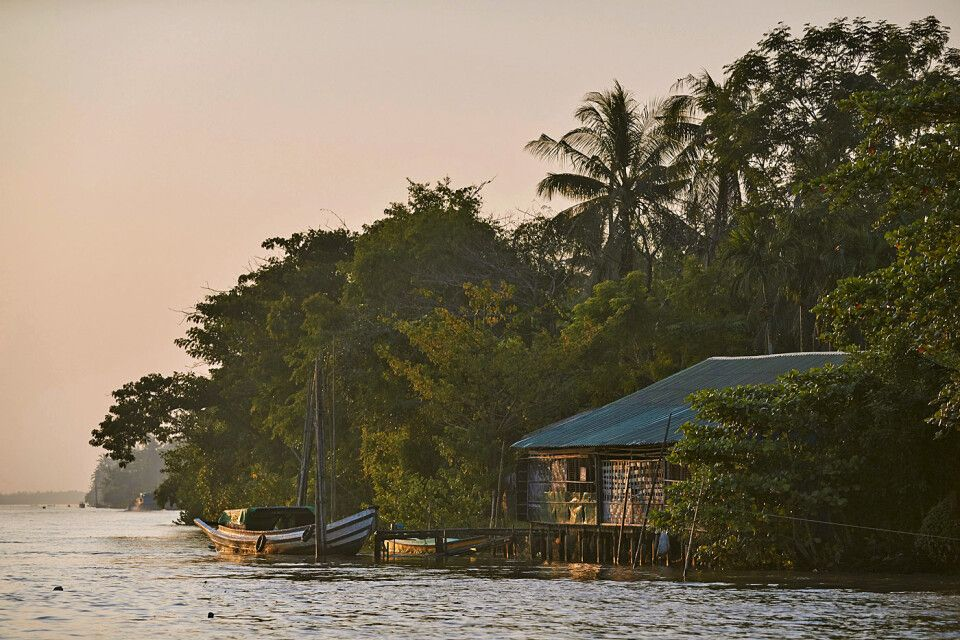 Bootsfahrt im Delta des Irrawaddy im Sonnenaufgang