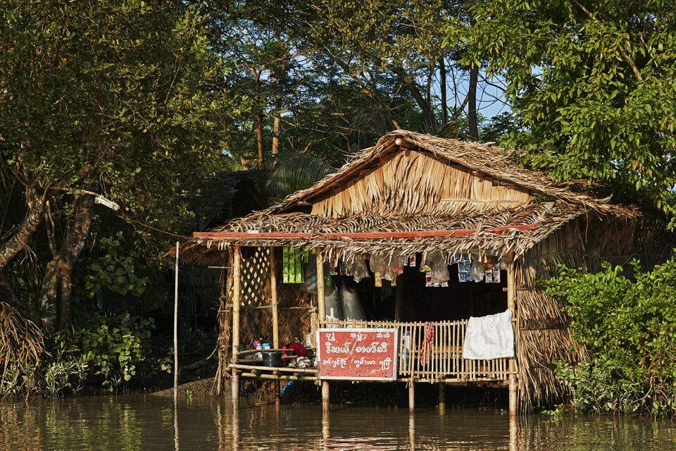 Kleiner Laden in einem kleinen Kanal im Irrawaddydelta