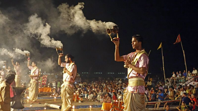 Aarti-Zeremonie in Varanasi © Diamir