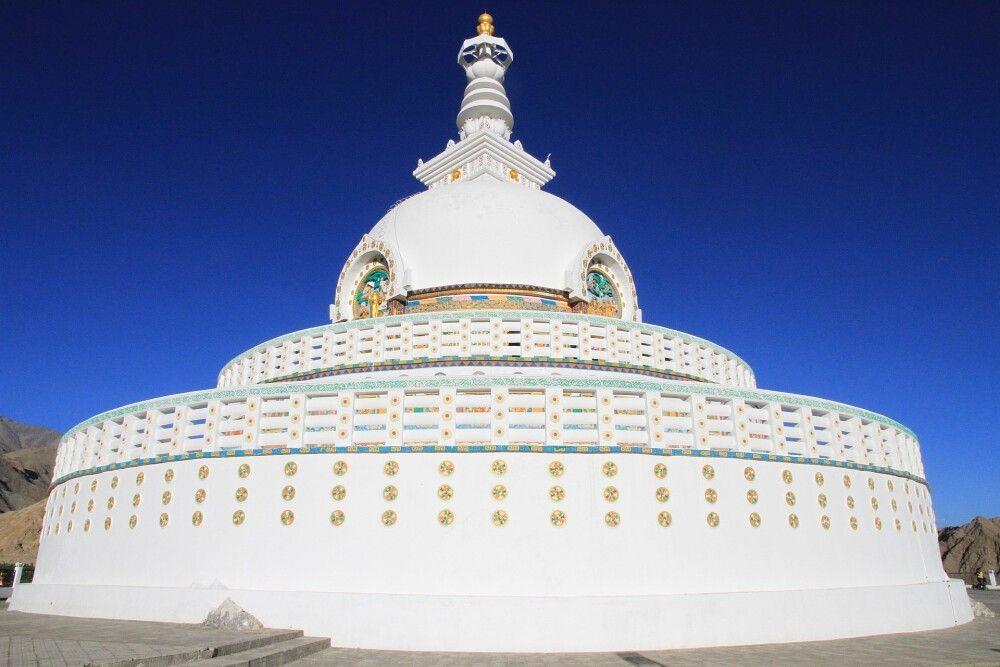 Die Shanti-Stupa in Leh gehört zu den ersten Highlights der Reise…