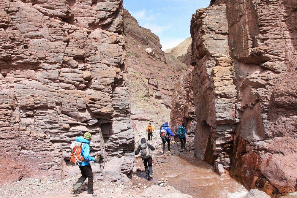 Der Abstieg nach Überschreitung des Kongmaru La führt durch diese spektakuläre Felsschlucht.