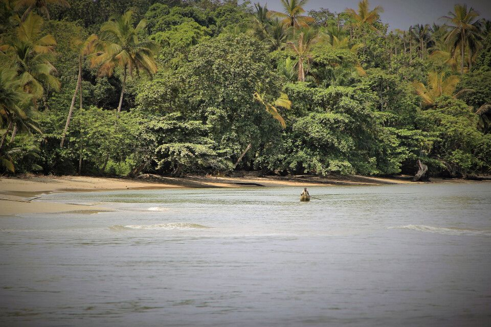 Strand bei Etembue