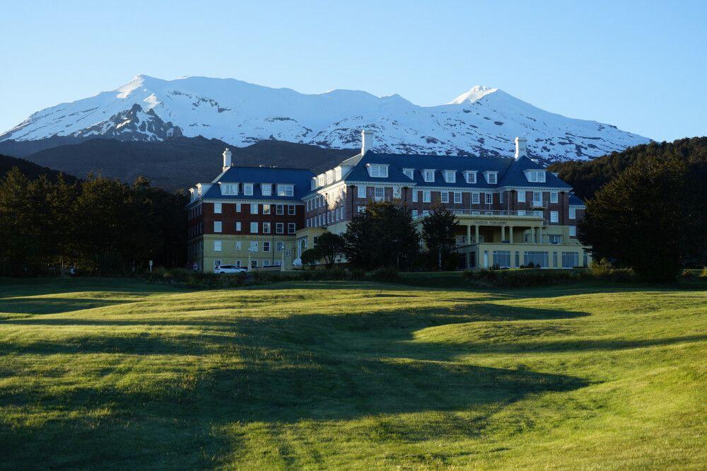 Direkt am Fuße des Mt. Ruapehu liegt das tolle Hotel Chateau Tongariro.