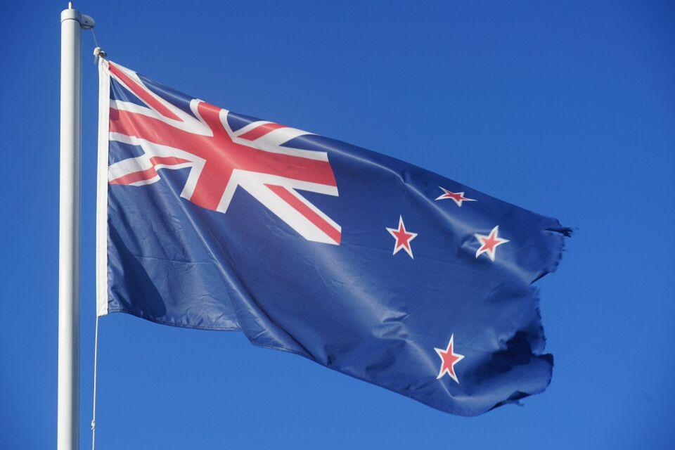 die neuseeländische Nationalflagge mit dem Kreuz des Südens