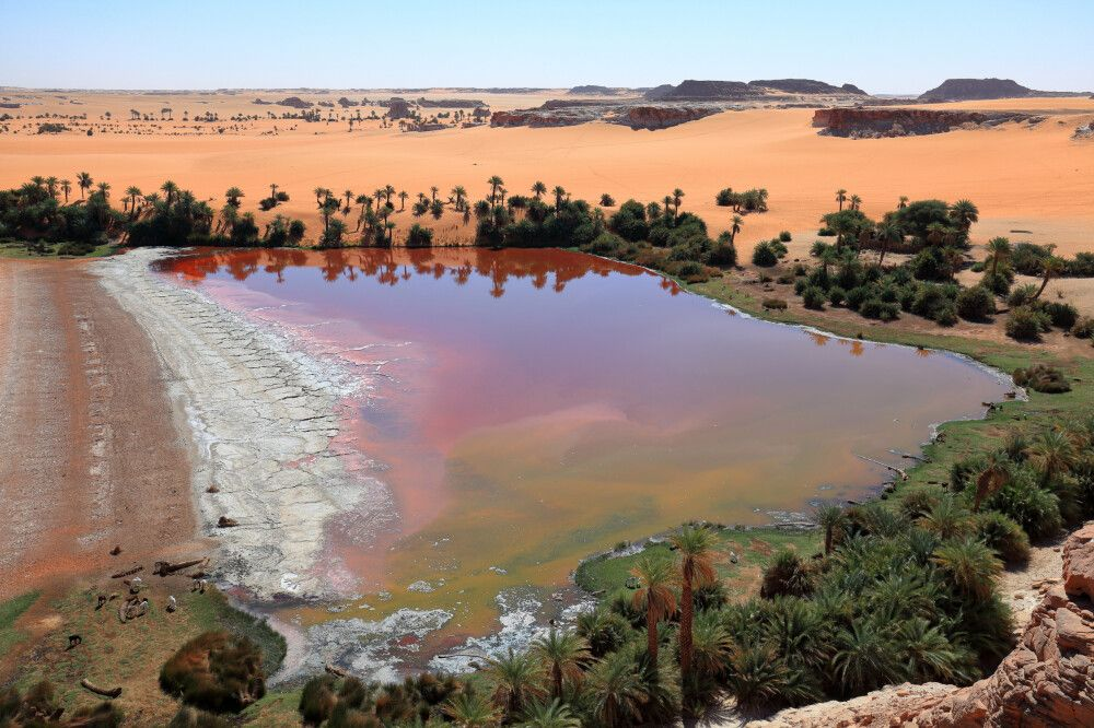 Unterschiedlicher Salzgehalt führt zu verschiedenen Farben des Wassers.