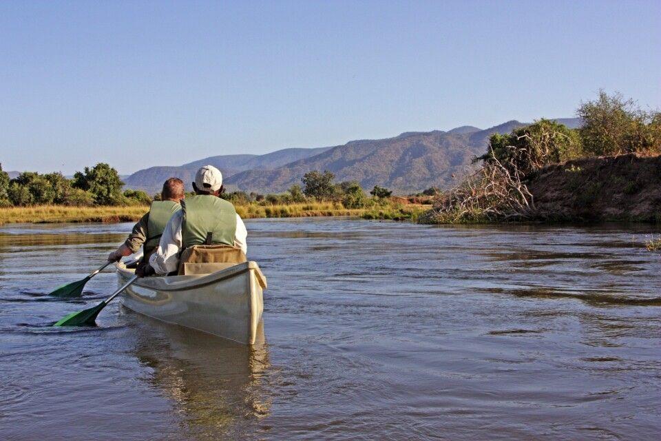 Aktiv unterwegs: im Kanu auf dem Sambesi-Fluss
