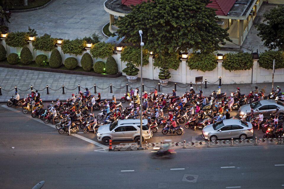 Mopeds dominieren das Straßenbild landauf und landab