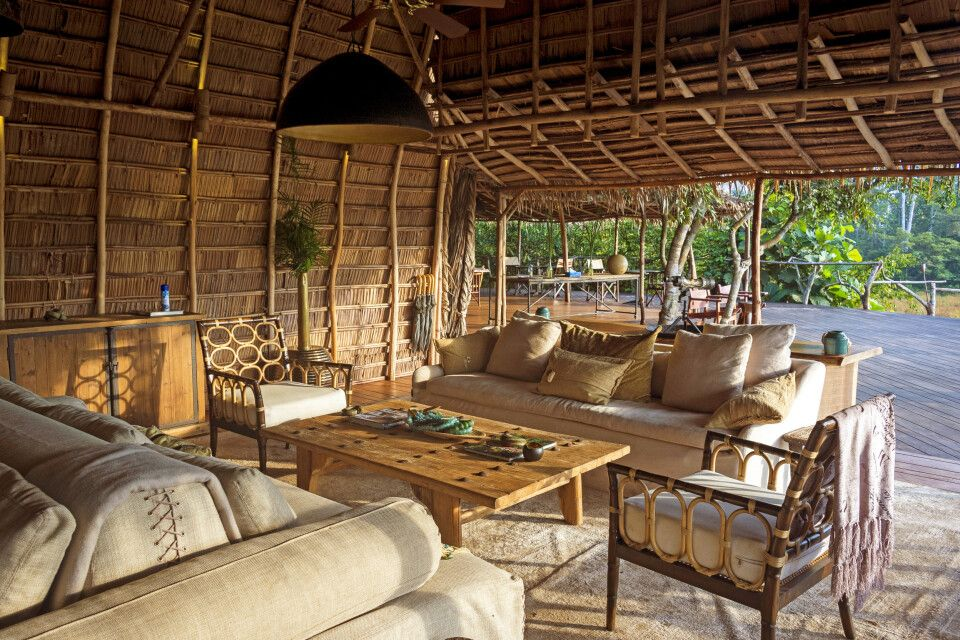 Lango Camp, Lounge