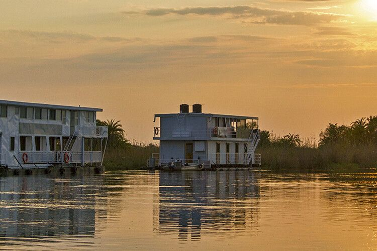 Hausboote auf dem Okavango