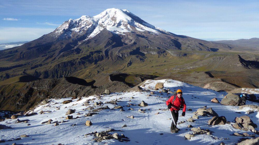 Aufstieg zum Carihuayrazo mit Blick auf den Chimborazo