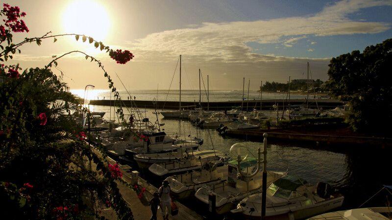 Sonnenuntergang am Hafen von St-Gilles © Diamir