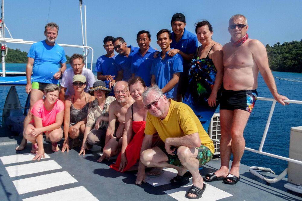 Gruppenbild in Myanmar im Mergui-Archipel auf Segelkreuzfahrt