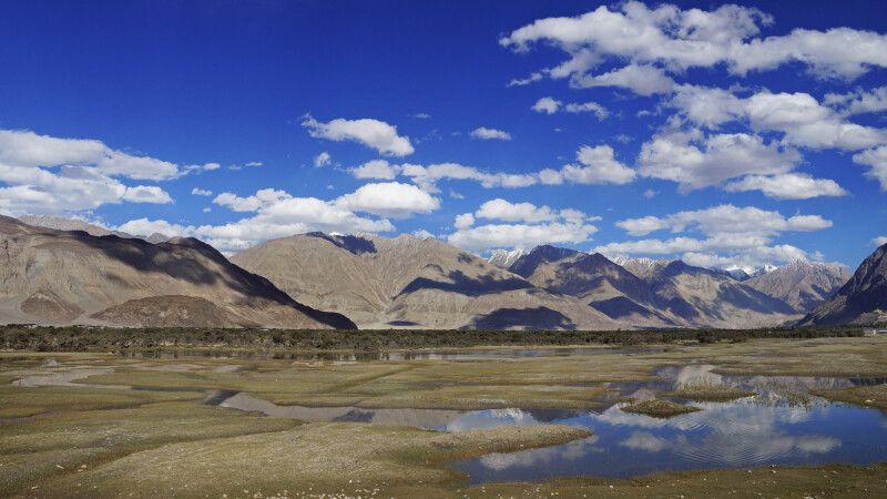 Ladakh Nubra Valley Blick auf die Berge von Hundar Dog © Diamir
