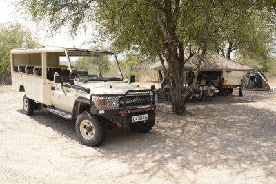 Offenes Allradfahrzeug für ein perfektes Safari-Gefühl