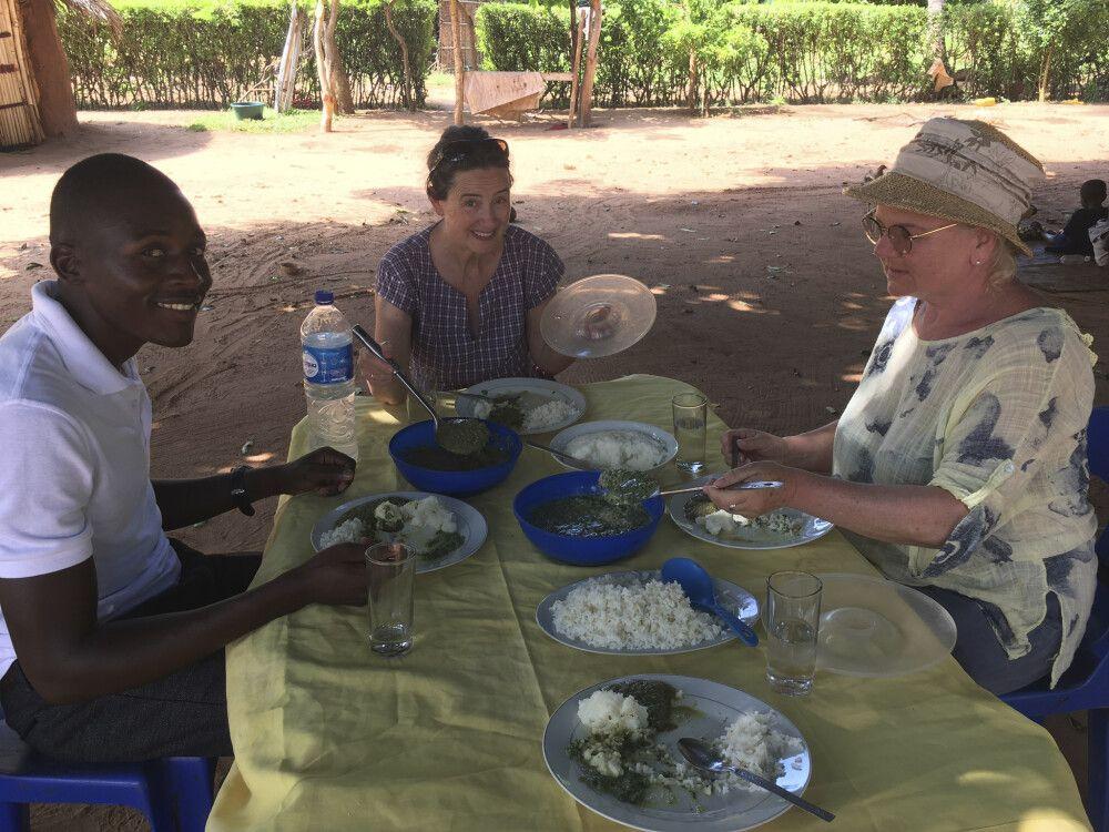 Matapa, lokales spinatartiges Gericht aus Maniokblättern, Community-Tour, Zavora – Dunes de Dovela Eco-Lodge