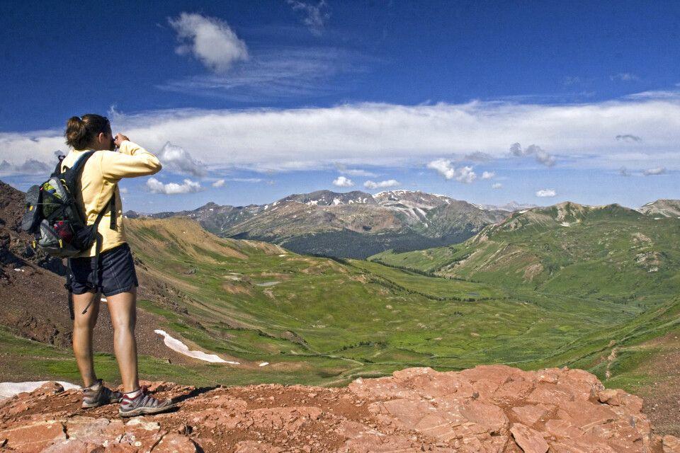 Fotostopp bei einer Wanderung in der Maroon Bells Wilderness Area, Colorado