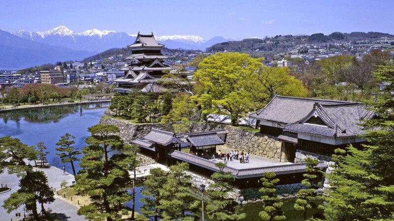 die prächtige Krähenburg von Matsumoto © Diamir