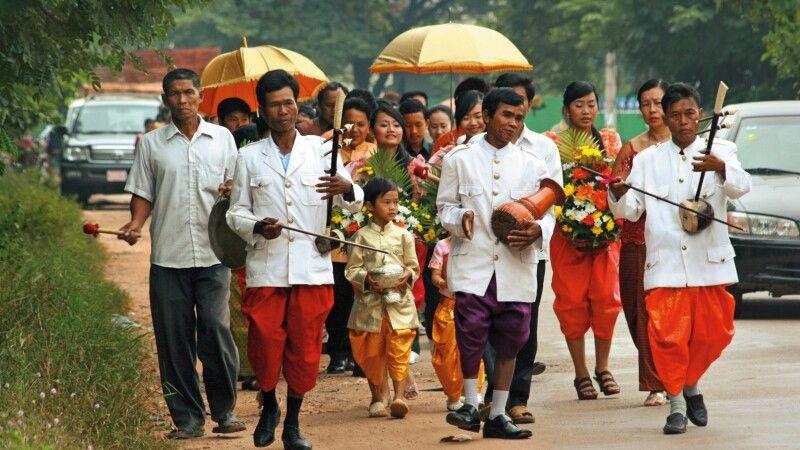 Hochzeitszeremonie in den Vororten von Phnom Penh © Diamir