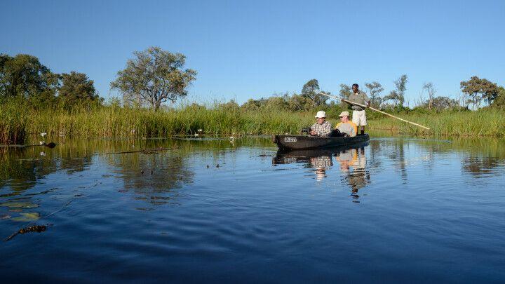 Unterwegs im Mokoro, dem für das Okavango-Delta typischen Einbaum