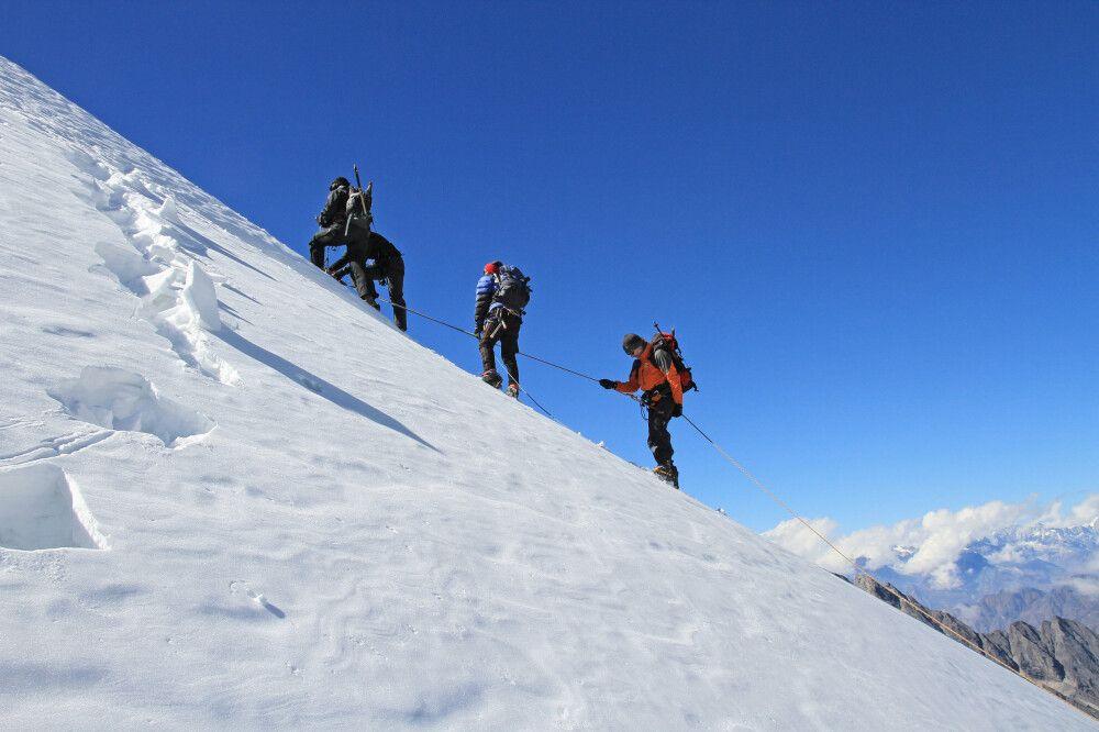 Besteigung des Yalung Ri (5630m)