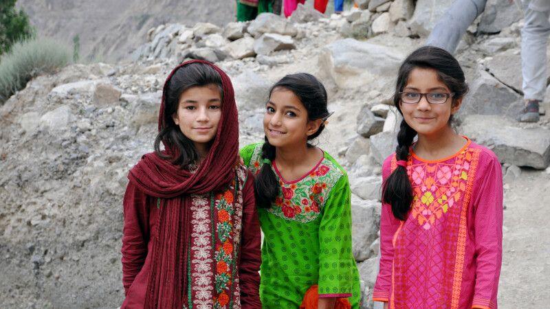Begegnung mit Mädchen in Skardu. © Diamir