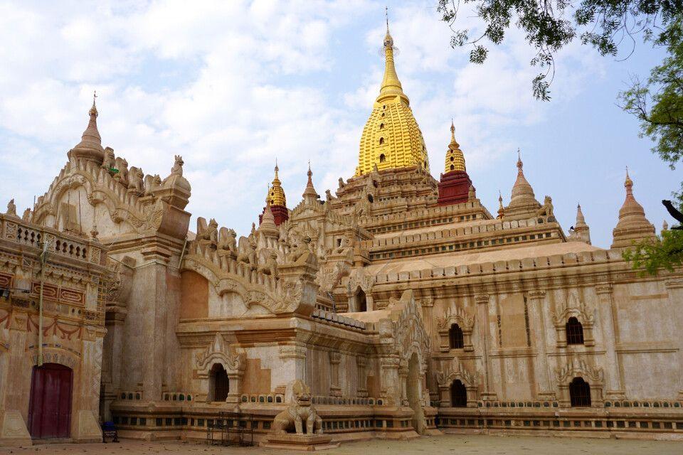Mächtige Ananda-Pagode in Bagan
