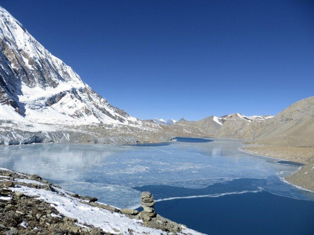 Tilicho-See (4970 m), einer der höchstgelegenen Seen der Erde